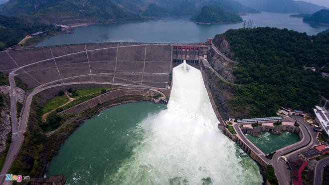Thủy điện Hòa Bình xả cửa đáy số 3 và triển khai diễn tập xả lũ khẩn cấp