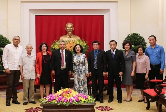 Việt Nam sẽ luôn sát cánh cùng nhân dân Cu-ba anh em