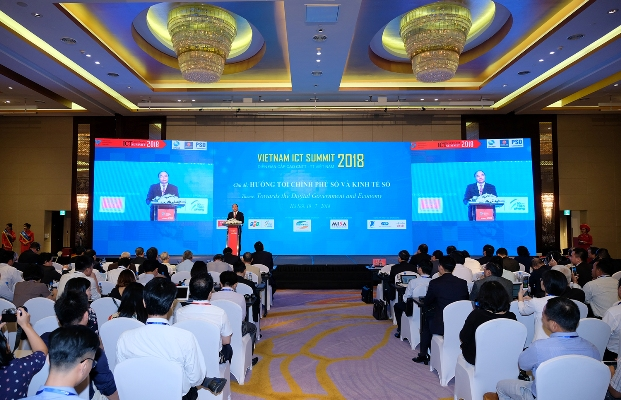 Thủ tướng Nguyễn Xuân Phúc: Phải tự đổi mới để trở thành Chính phủ thời đại 4.0