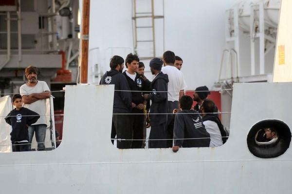 Italy yêu cầu EU chia sẻ trong vụ 450 người mắc kẹt trên biển