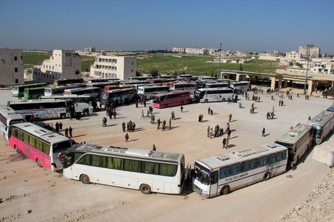 Syria: Hàng nghìn người di tản khỏi các thị trấn bị phiến quân chiếm đóng