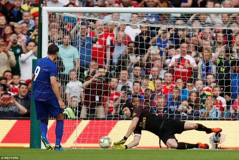 Morata gây thất vọng, Chelsea thua derby London