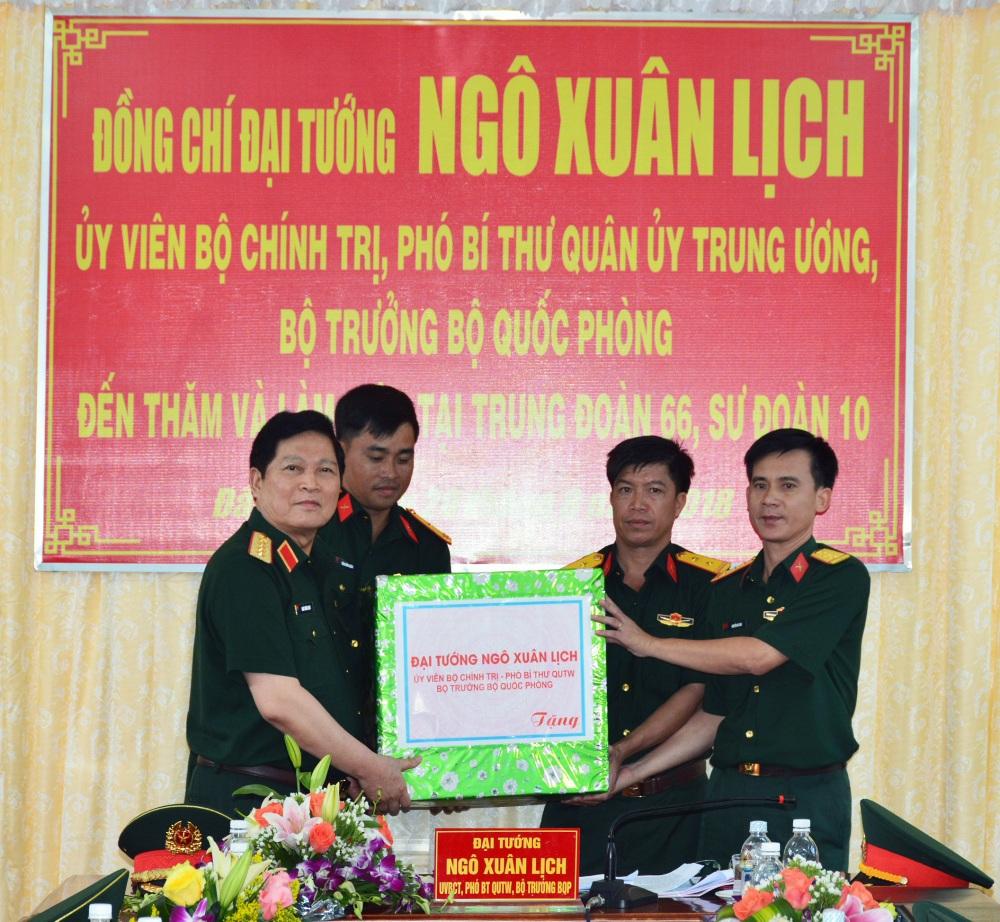 Bộ trưởng Bộ Quốc phòng Ngô Xuân Lịch thăm và làm việc tại Quân đoàn 3