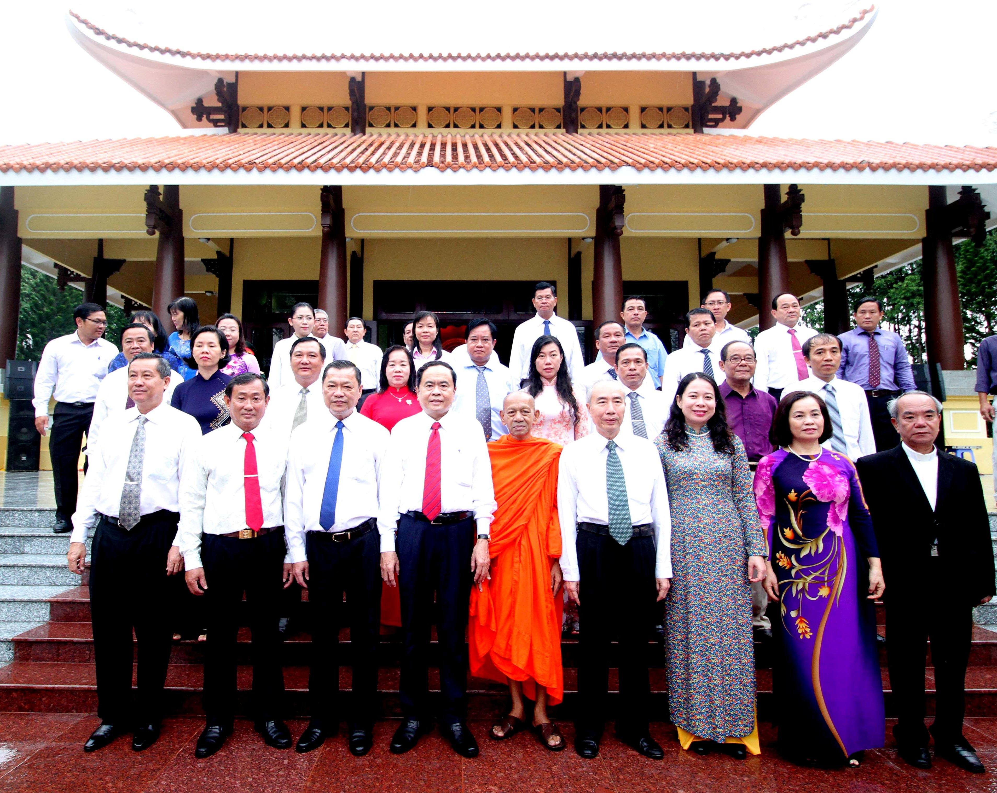 Chủ tịch Ủy ban Trung ương MTTQ Việt Nam dâng hương tưởng nhớ Chủ tịch Tôn Đức Thắng