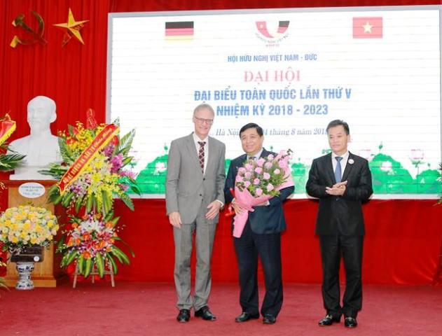 Bộ trưởng Nguyễn Chí Dũng được bầu là Chủ tịch hội hữu nghị Việt Nam – CHLB Đức