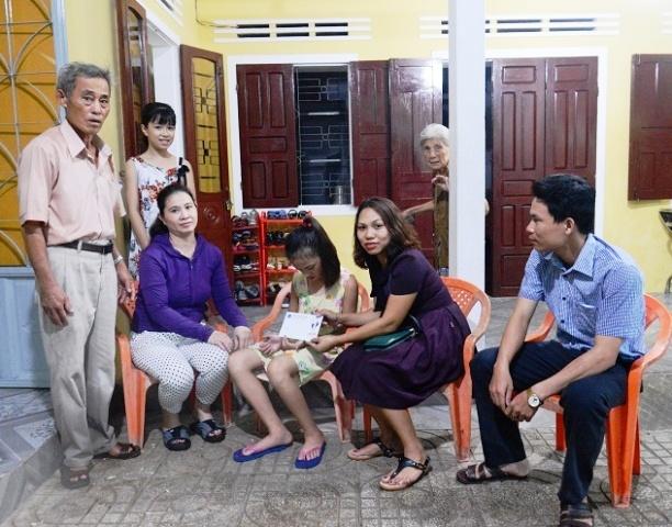 BSR trao quà cho nạn nhân chất độc da cam