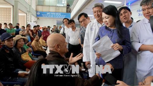 Bộ trưởng Bộ Y tế: Không thể để bệnh nhân đợi 4 giờ để khám bệnh
