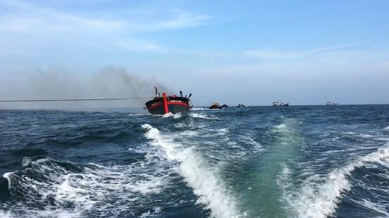 Cứu nạn thành công 11 thuyền viên tàu cá bị cháy trên biển