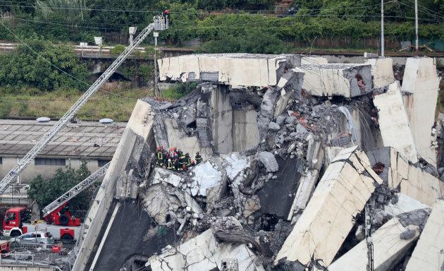 Những hình ảnh về vụ sập cầu kinh hoàng tại Italy
