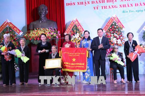 Chủ tịch Quốc hội trao danh hiệu Anh hùng LLVTND cho Đội quân tóc dài Bến Tre