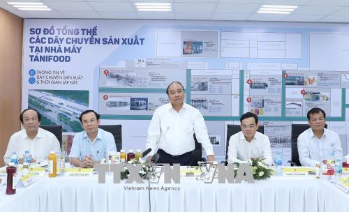 Thủ tướng Nguyễn Xuân Phúc thăm một số mô hình nông nghiệp công nghệ cao tại Tây Ninh