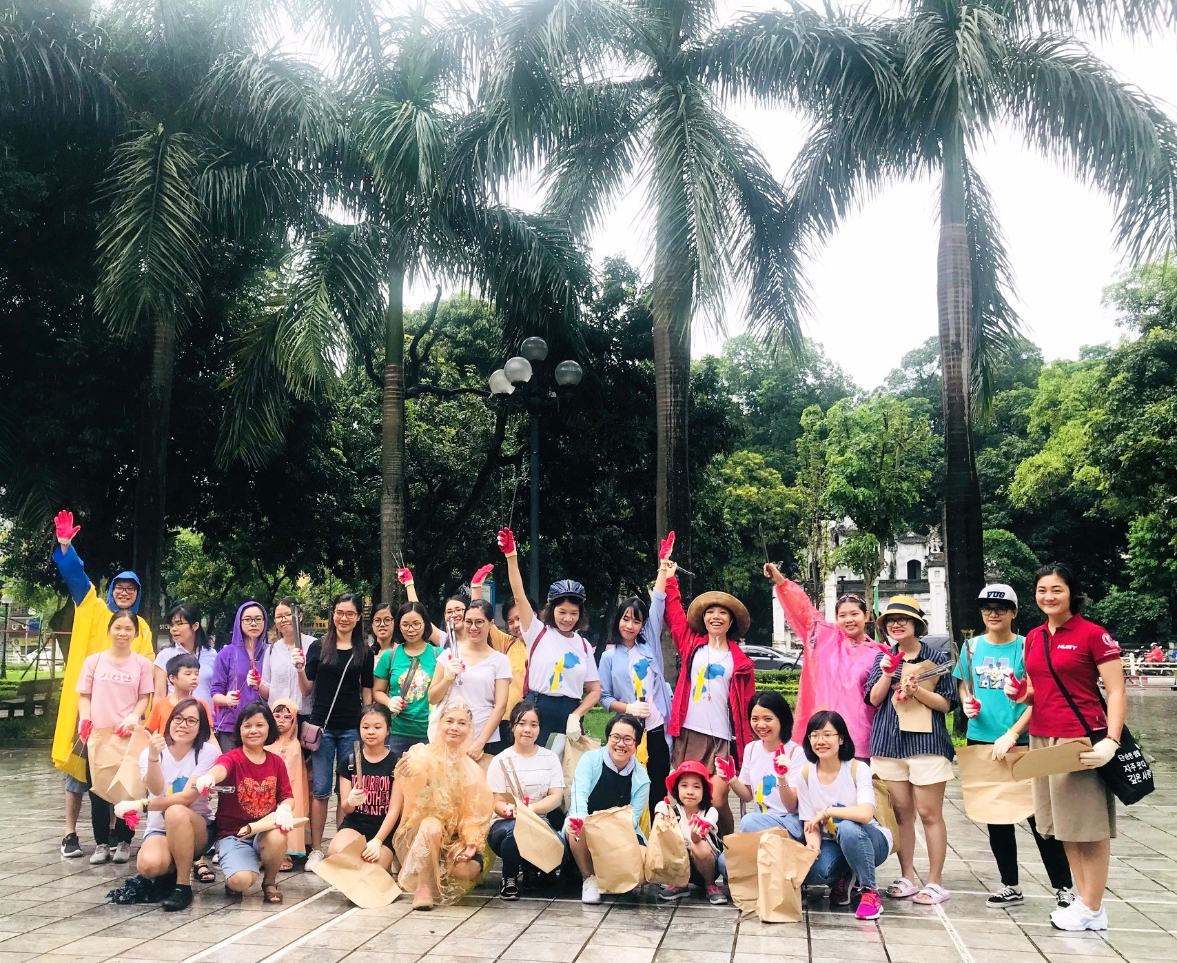 """""""Plogging – chạy bộ nhặt rác"""" lần đầu tiên tại Hà Nội"""