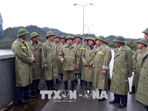 Phó Thủ tướng Trịnh Đình Dũng: Đảm bảo an toàn cho người dân khi bão số 4 đổ bộ
