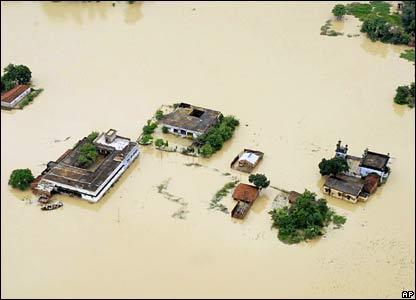 Giải pháp quản lý rủi ro, giảm thiệt hại do thiên tai gây ra cho các tỉnh ven biển mền Trung