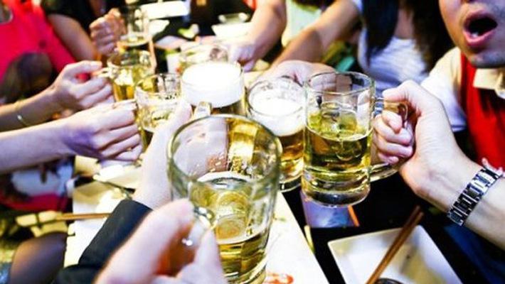 Cần kiểm soát việc sử dụng rượu bia để bảo vệ sức khỏe người dân Việt Nam