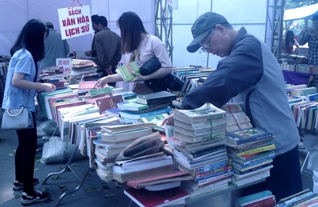Hội chợ Sách cũ tháng 8