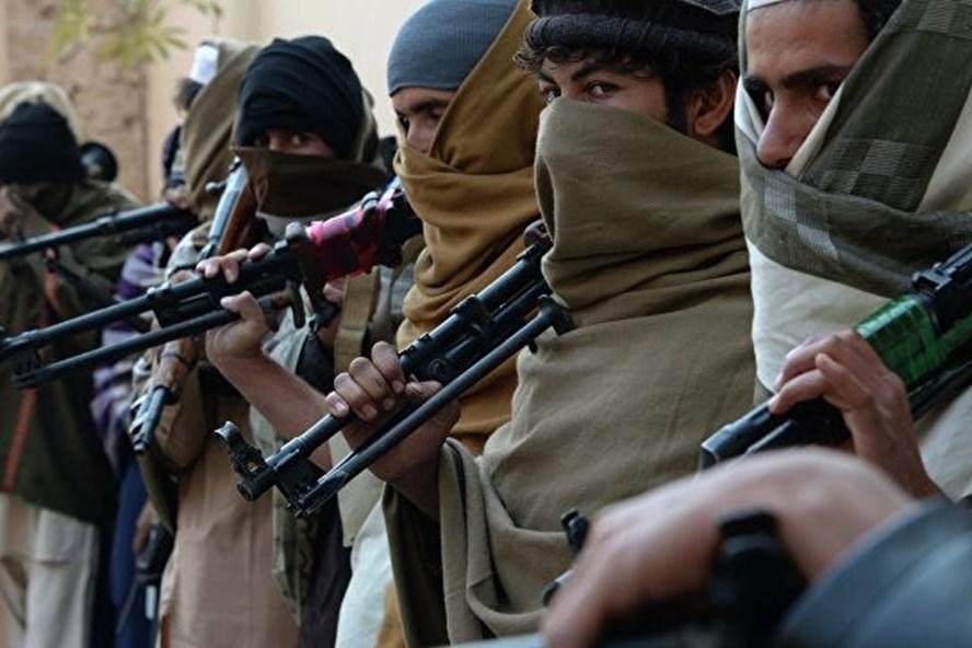 Lực lượng Taliban tấn công căn cứ quân sự làm 45 người thiệt mạng