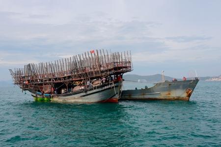 53 ngư dân bị nạn trên biển Trường Sa về bờ an toàn