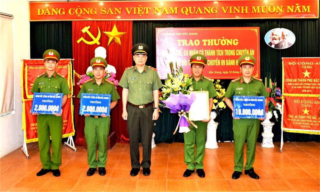 Công an Bắc Giang trao thưởng vụ bắt 9 bánh heroin
