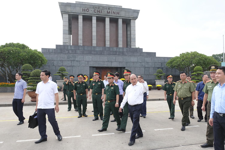 Thủ tướng Nguyễn Xuân Phúc làm việc với Ban Quản lý Lăng Chủ tịch Hồ Chí Minh