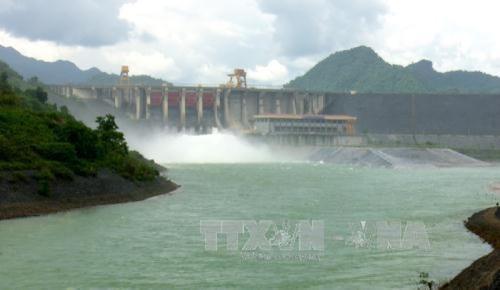 Đóng 1 cửa xả đáy hồ Tuyên Quang vào hồi 15h ngày 16/8