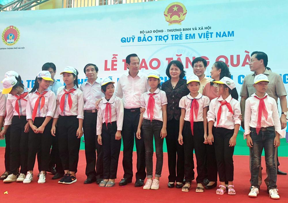 Gần 500 triệu đồng hỗ trợ trẻ em nghèo huyện Chương Mỹ (Hà Nội)