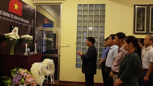 Đại sứ quán Việt Nam tại các nước trang trọng tổ chức lễ viếng Chủ tịch nước Trần Đại Quang