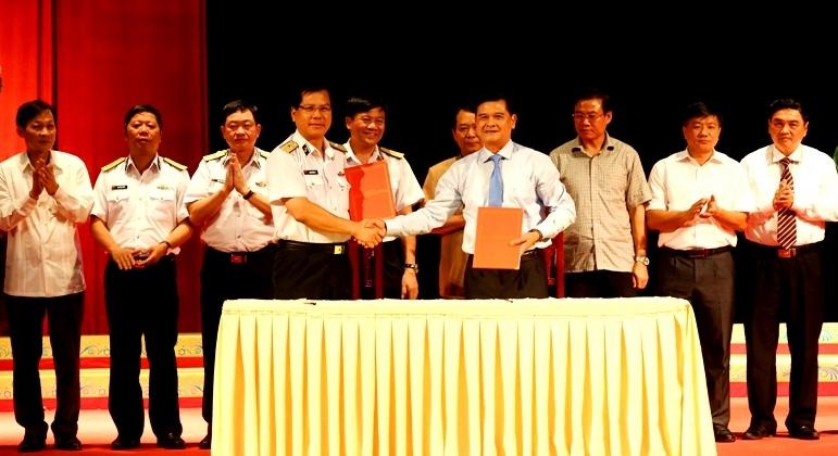 Ký kết phối hợp tuyên truyền biển, đảo giữa Tỉnh ủy Điện Biên và Đảng ủy Quân chủng Hải quân