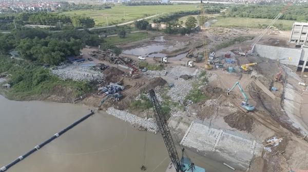 Nhà máy nước mặt Sông Đuống hạ thuỷ thành công tuyến ống qua sông