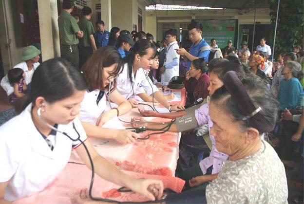 Gắn hoạt động tình nguyện với thực hiện nhiệm vụ chính trị và chuyên môn
