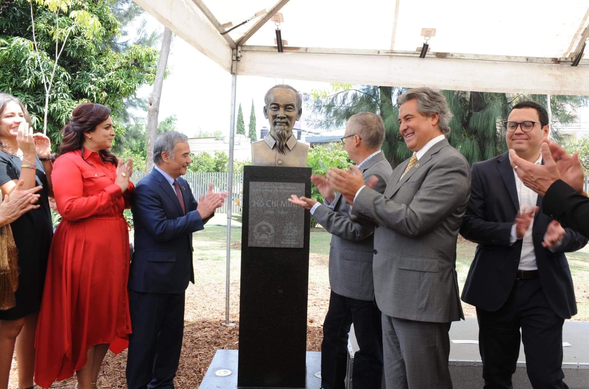 Khánh thành tượng Chủ tịch Hồ Chí Minh tại thành phố Guadalajara (Mexico)