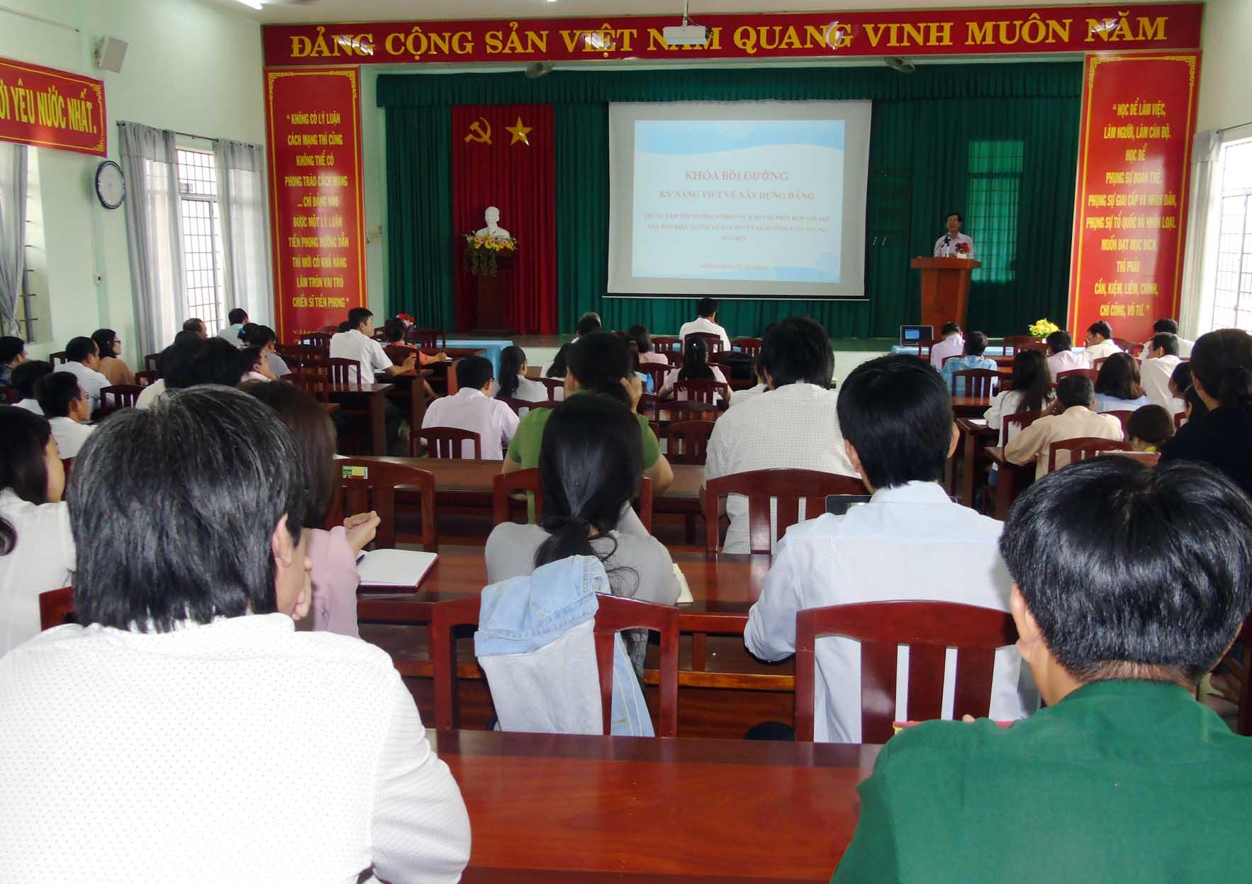 Kiên Giang: Tập huấn báo chí tuyên truyền công tác xây dựng Đảng