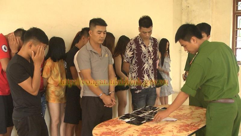 Ninh Bình: Phát hiện nhóm thanh niên sử dụng ma túy tập thể trong quán karaoke