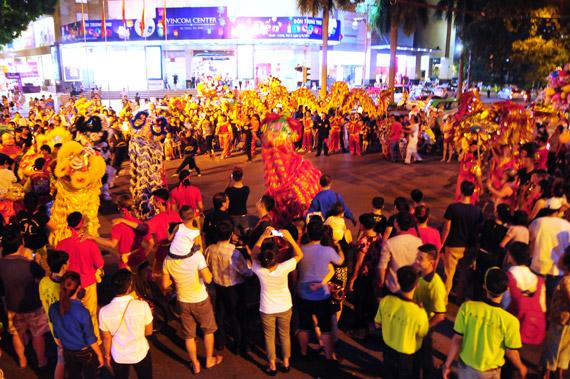 """Lễ hội Trung thu """"Đêm rằm xuống phố"""" tại phố đi bộ Hồ Gươm"""