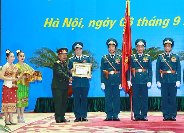 Quân chủng Phòng không Không quân đón nhận Huân chương của Cộng hòa Dân chủ Nhân dân Lào trao tặng