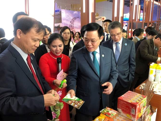 Phó Thủ tướng Vương Đình Huệ dự khai trương Khu gian hàng Việt Nam tại Hội chợ CAEXPO 2018