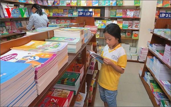 """Xử lý nghiêm cán bộ quản lý, giáo viên """"bắt"""" học sinh mua nhiều sách tham khảo"""