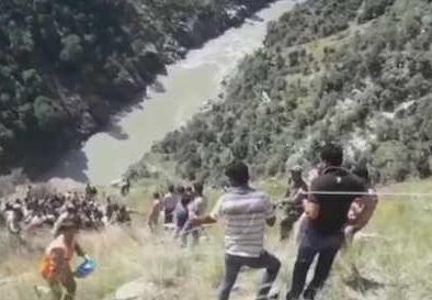 Ấn Độ: Xe buýt lao xuống hẻm núi, ít nhất 16 người thiệt mạng