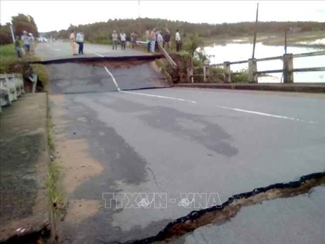 Bình Thuận: Sập cầu đôi đập tràn, giao thông đi lại khó khăn