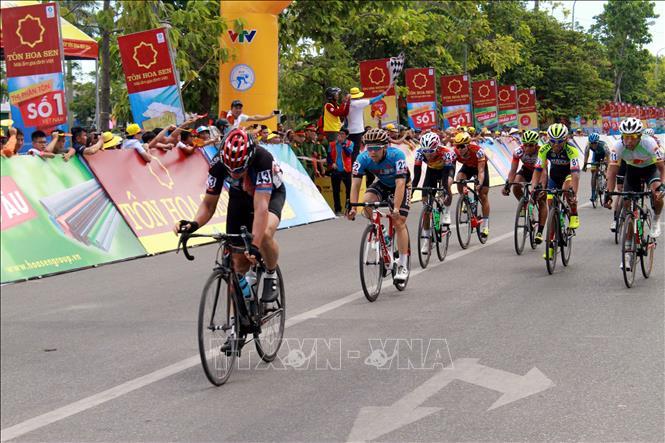 Giải xe đạp Quốc tế VTV Cúp Tôn Hoa Sen năm 2018: Vận động viên  Jan Paul Morales về đích đầu tiên ở chặng 3
