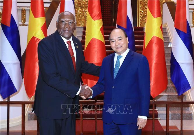 Việt Nam coi trọng và quyết tâm củng cố mối quan hệ với Cu-ba