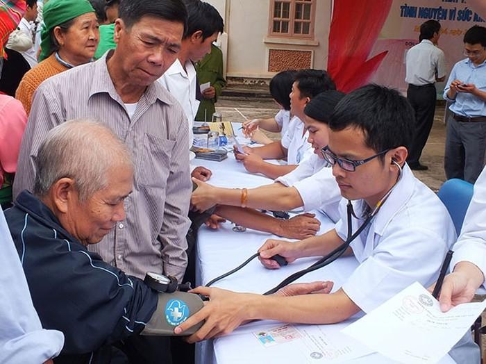 Nhiệm vụ và giải pháp về tăng cường sự lãnh đạo trong bảo vệ chăm sóc và nâng cao sức khỏe nhân dân