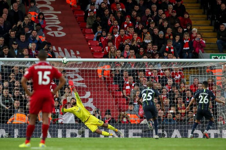 Man City đánh rơi chiến thắng tại Anfield