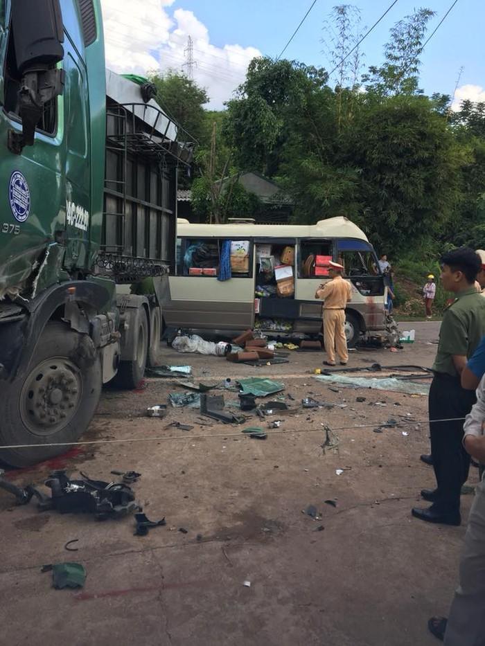 Sơn La: Xe khách va chạm với xe đầu kéo khiến 11 người bị thương