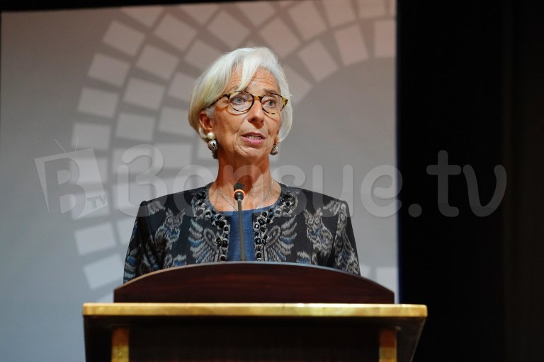 IMF: Công nghệ phát triển đe dọa việc làm của lao động nữ