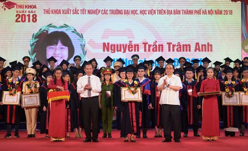 Hà Nội tuyên dương 88 thủ khoa xuất sắc các trường đại học, học viện năm 2018