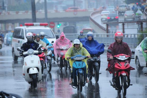 Bắc Bộ có mưa vài nơi, trời rét, Trung Bộ mưa dông, gió giật mạnh