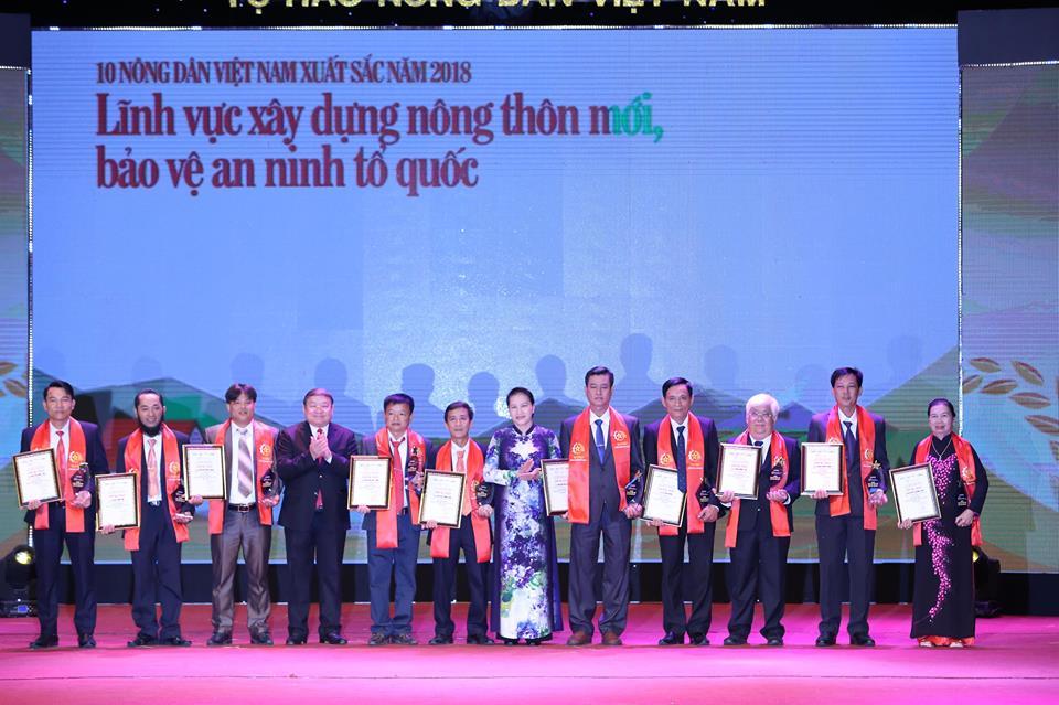 Lễ Tôn vinh và trao tặng Danh hiệu cho 63 Nông dân Việt Nam xuất sắc 2018