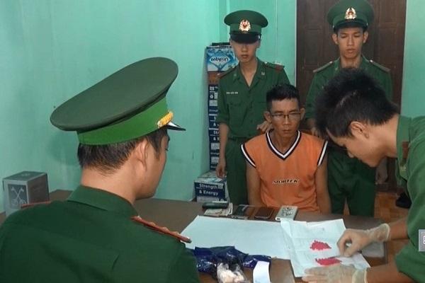 Quảng Trị: Bắt đối tượng vận chuyển ma túy tổng hợp