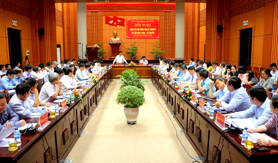 Tiếp tục sắp xếp, đổi mới công tác Văn phòng cấp ủy tại miền Trung-Tây Nguyên
